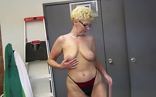 Amateur gilf jerking dick