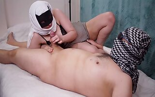 YOUNG HOT IRANIAN انقدر حشریه این دختر دلم میخواد هر دقیقه بکنمش