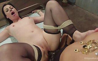 Extreme bondage between lesbians