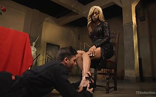 Hot mistress wants her male slave totally submissive