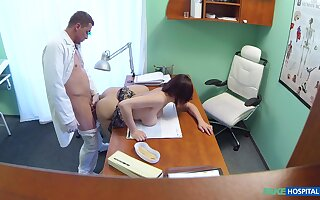 Amateur with big tits, deep sex into the doctor's office