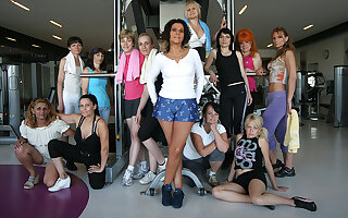 These mature women love to get sweaty in the gym