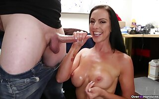 MILF wants some sperm on those gut