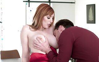 Astounding lady with big boobies Lauren Phillips loves giving terrific blowjob