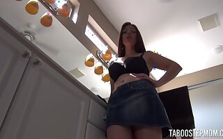 Lusty alone girl Mindi Mink lets you seem to be come forth at her upskirt