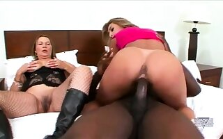 Hardcore interracial threesome goes anal