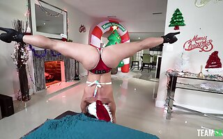 Wild going to bed with flexible phase Kelsi Monroe during Christmas