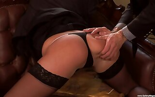 X bonking on the leather sofa with provocative Jennyfer Sweet