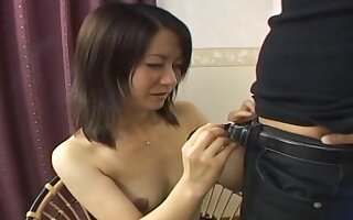 Bring to light Asian chick drops on her knees to give a nice blowjob